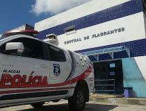 Polícia prende jovem que comercializava droga em bar de Rio Largo