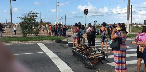 Moradores do São Jorge bloqueiam Josepha de Mello em protesto por ônibus