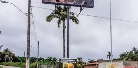Vereadores de Flexeiras encontram ambulância abandonada há quase 2 anos