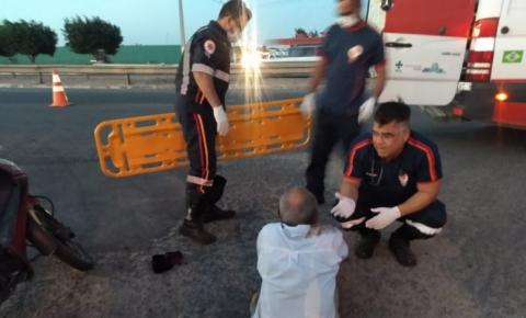 Vídeo: Ultrapassagem pela direita resulta em colisão e condutar de motocicleta ferido, em Arapiraca