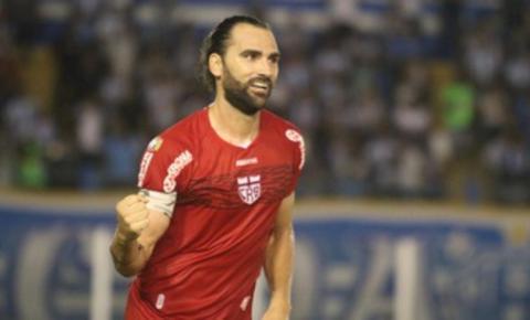 Léo Gamalho acerta com o Coritiba por dois anos e é o oitavo reforço para a temporada 2021