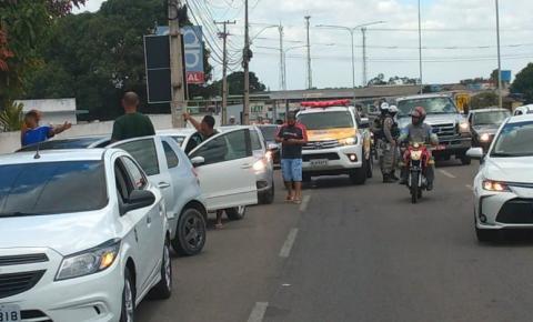 VÍDEO: Motoristas de transportes por aplicativo realizam protestos pela baixa no valor do combustível, em Arapiraca