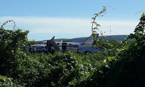 Avião com doses da vacina da Covid-19 bate em jumento que estava em pista de aeródromo