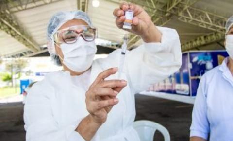Maceió avança e vacina trabalhadores de saúde a partir de 50 anos no domingo (21)