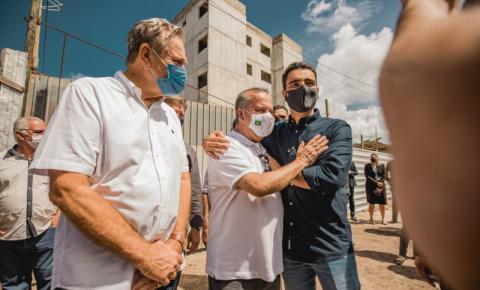 Prefeito JHC recebe ministro Rogério Marinho e visita obras do Vilas do Mundaú