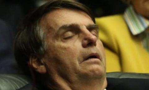 Andando de ré...Bolsonaro reinaugura viaduto em Maceió