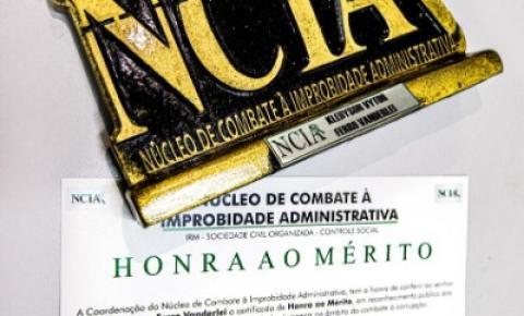 Arapiraquense Vytor Ferro recebe comenda do NCIA pela luta contra à corrupção