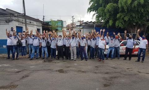 Trabalhadores da Veleiro impedem circulação de ônibus por falta de pagamentos