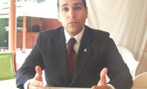 Promotor rebate acusações de jornalista e de suplente de vereador