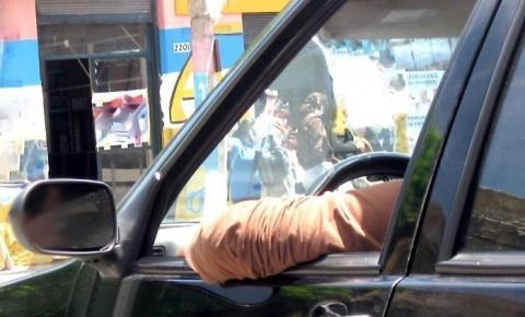 Dez hábitos no trânsito que rendem multa e você não sabe.
